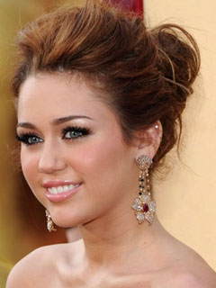 Miley Cyrus Bridal Smokey Eyes